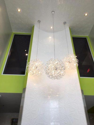 Éclairage et plafond conçu par Signé Labelle